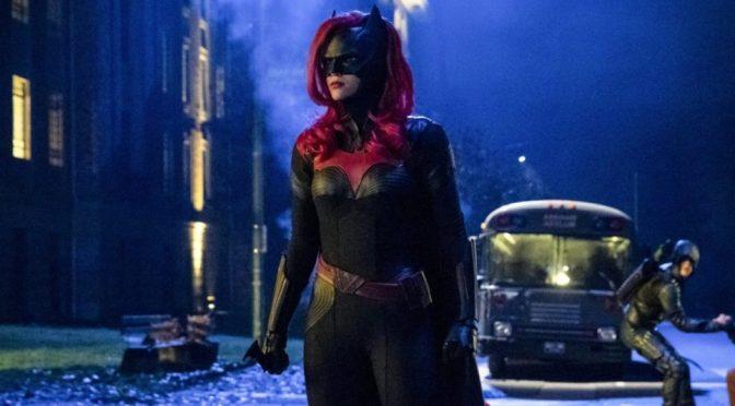 Promo e imagens de Batwoman revelam Silêncio; veja