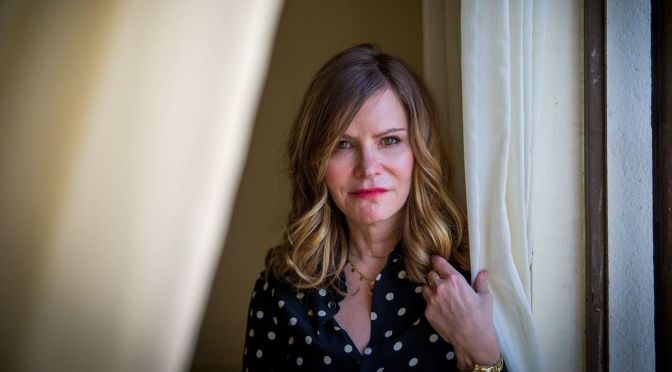 Hunters | Jennifer Jason Leigh se junta ao elenco da 2ª temporada
