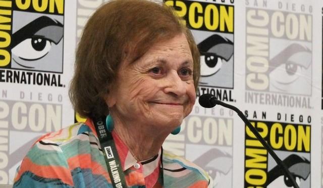 Morre Joye Hummel, primeira escritora da Mulher-Maravilha, aos 97 anos