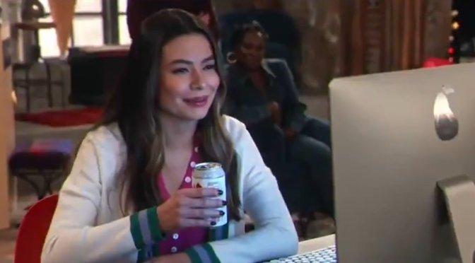 Abertura do revival de iCarly recria meme clássico e fãs vão à loucura