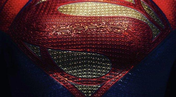 The Flash | Uniforme da Supergirl é revelado em novas imagens do set